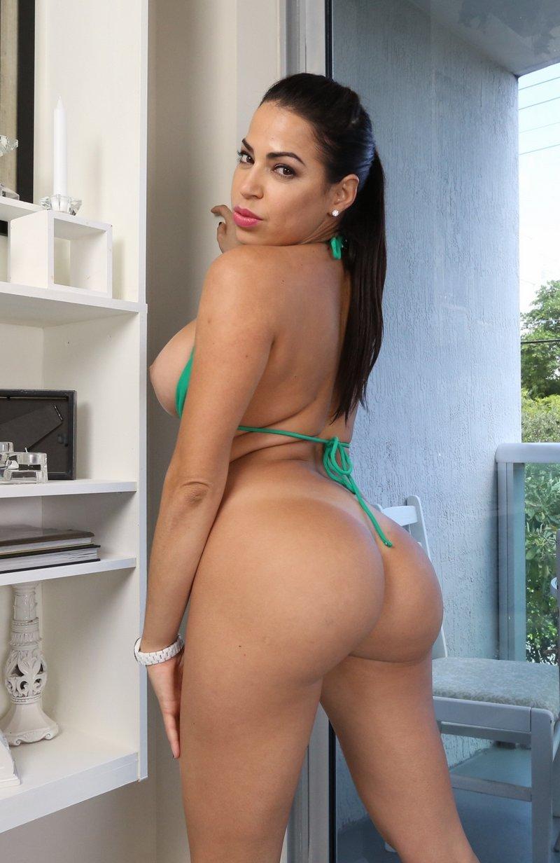 Ass Parade , Julianna Vega , filme porno 2015 , hd , cur mare , muie , pizda , orgasm ,