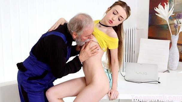 fetite , futute de mosi , pula mare , muie , pizda stramta , cur , tate , sex , oral , anal , orgasm real , filme porno 2016 , full hd , video , fete tinere , buci ,