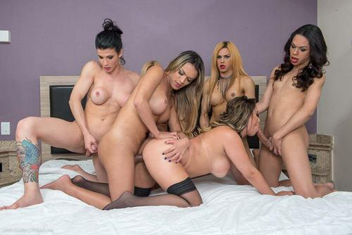 Brazilianca cu tate mari fututa de 5 femei cu pula mare HD . 9