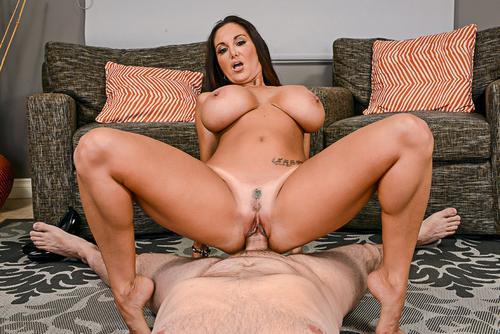 Sex cu femei mature cu sani imensi Ava Addams porno .