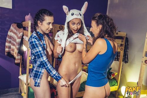 "Lesbiana Stacy Cruz, Emylia Argan în ""Seductive A Scent Of Pussy"". 2"