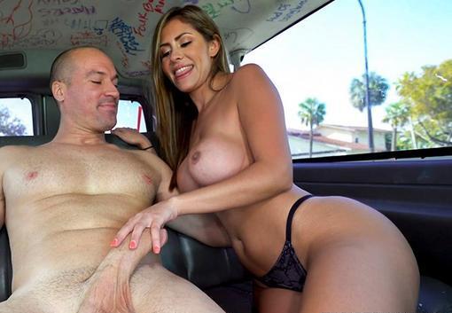 Sex in masina cu o latina perfecta si frumoasa . 1